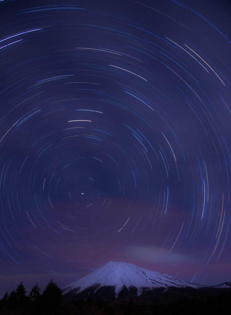 富士山と星の光跡写真